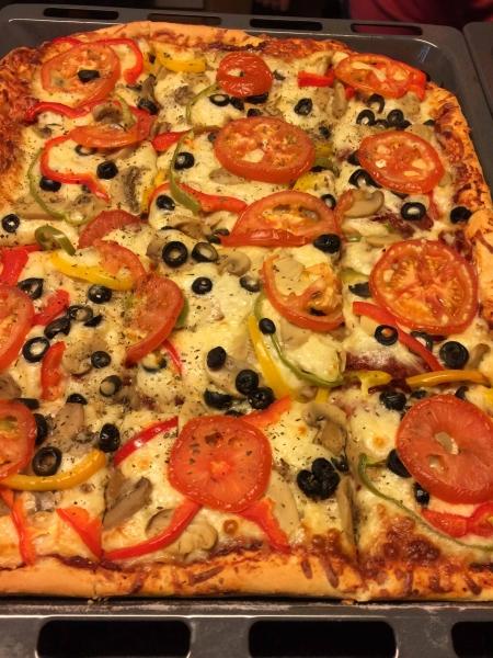 03 Pizzaessen